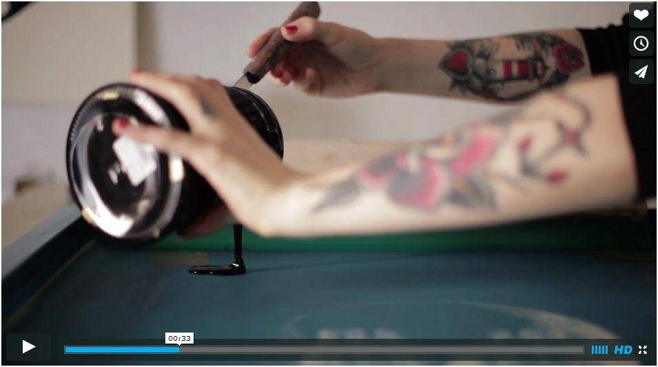 La Sérigraphie avec le cœur. Un vidéo de Heart Studio.