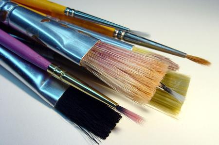 Appliquer les encres à l'eau avec le pinceau directement sur l'étoffe