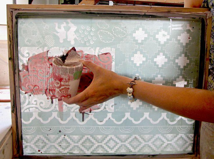 Pour imprimer en sérigraphie sur la ceramique, vous avez besoin de…