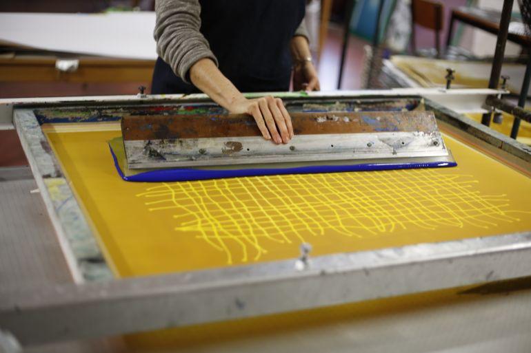 imprimer en sérigraphie sur des écharpes et des drapeaux
