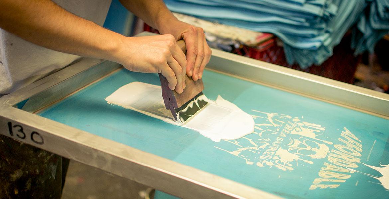 imprimer sur du lin avec des encres à l'eau sérigraphie